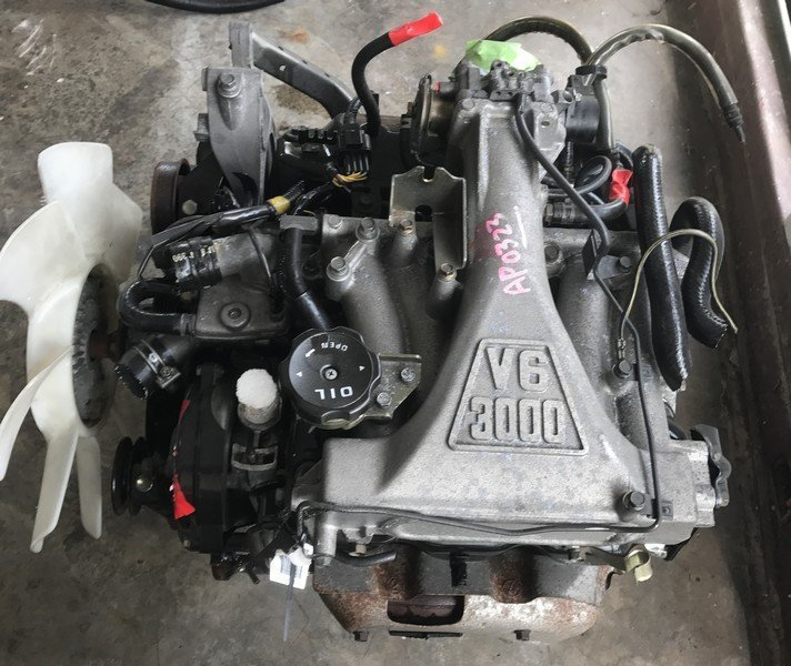 mitsubishi 6G72 sohc engine